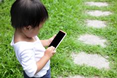 子供がスマホやパソコン…その影響は?