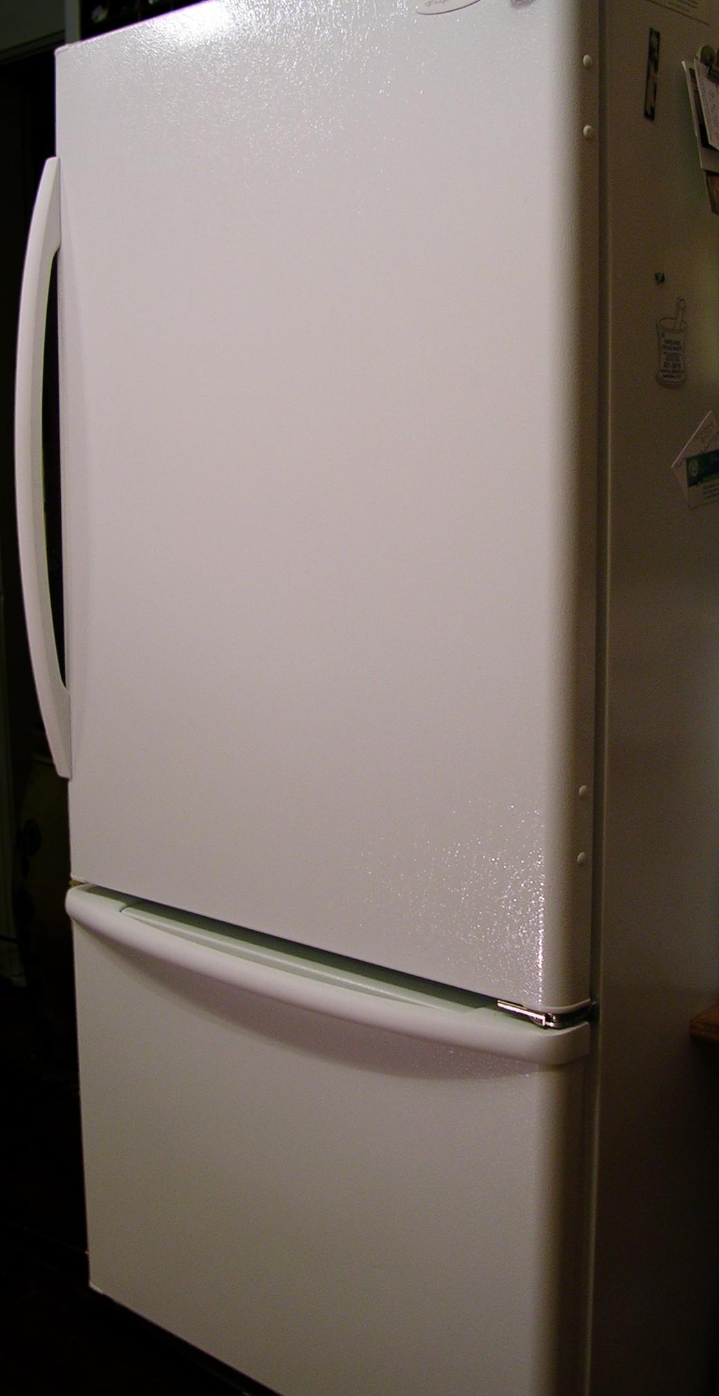 電磁派測定器を買ってみた話。冷蔵庫の裏側が・・・